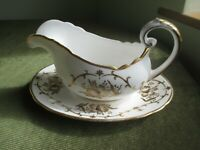 RARE STYLISH VINTAGE TUSCAN CHINA GRAVY/SAUCE BOAT AND STAND ROYALTY DESIGN