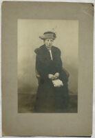 Kabinettfoto DAME mit HUT TASCHE PELZ  vor 1918 BERLIN