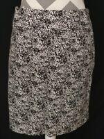 Anne klein  stretch straight skirt size 8 black/white print side zipper Short