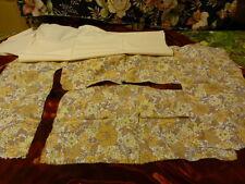 lot=tissus les fleurs beiges vintage et le beige uni