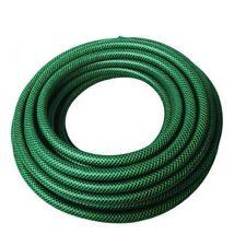 Grüne Wasserschläuche