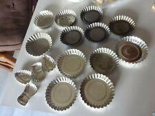 Ancien lot de 16 moules à gâteaux tartelette en fer blanc plusieurs modèles