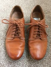 Women's Clarks leather tan ankle shoe boots. Lace up, wedge heel. Size 5.5 D