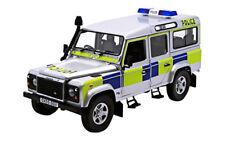 Land Rover Defender 110 TD5 Police Battenberg 1:18 Universal Hobbies UH3885