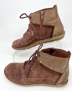 Womens Size 7.5 CLARKS Collection Suede Ankle Boots Lace Up Side Zip 13281 EUC