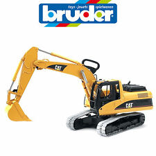 BRUDER LARGE 1:16 CATERPILLAR EXCAVATOR 2438 SAND PIT TOY MADE IN GERMANY