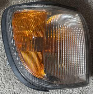 OEM 01-04 Nissan Pathfinder front passenger corner light lens lamp 210-63509 FR