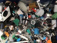 1 kg di componenti elettronici SCIOLTI ASSORTITI RS TRANSISTOR, IC, hardware ecc.
