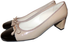 Prada Cap Toe Low Heel Patent Leather Pumps Bow Gold Logo Shoes 40- 9.5 Beige