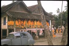 538020 monaci guardando un corteo Vietnam Laos A4 FOTO STAMPA