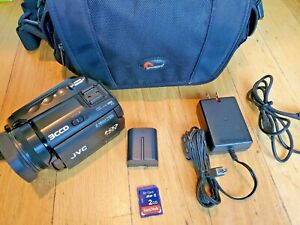 JVC GZ-MG505 Camcorder 30GB HDD 3CCD Cables 505)