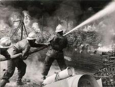 PHOTO ORIGINALE : FEU PRODUITS CHIMIQUES GENNEVILLIERS - POMPIERS PARIS 1950-60