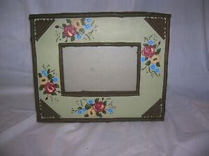 Two's Company  4x6 Resin Faux Wood Look  Frame with floral design