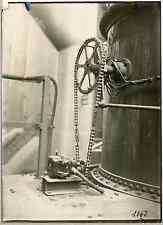 Machine industrielle  Vintage silver print.  Tirage argentique d'époque