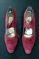 VINTAGE 1990'S BANDOLINO RED SUEDE SHOES MADE IN ITALY SIZE 8N