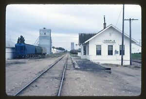 BN-RAILROAD DEPOT@HOOPLE N.D. (EX-GN) TAKEN SEP-1-1980 ORIGINAL RR SLIDE (D2)