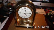 horloge dorée Seiko