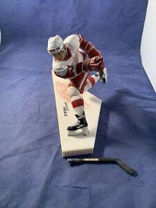 MCFARLANE NHL Detroit Red Wings BRETT HULL ACTION FIGURE (2002) Broken Stick