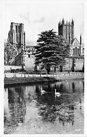 POSTCARD   SOMERSET   WELLS  Moat  and  Cathedral