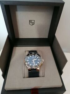 Oris Aquis Date Watch 43.5mm Case. Blue Strap. 1 Year Old. Warranty till 2022.