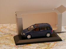 MINICHAMPS VW TOURAN BLAU DEALERS EDITION ART.841902102  NEW 1:43