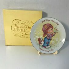 """Vintage Avon 1982 Mothers Day Plate """"Little Things Mean A Lot"""" +box, easel"""