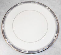 ROYAL DOULTON DINNER PLATE ENGLISH FINE BONE CHINA THE ROMANCE COLLECTION 10 1/2