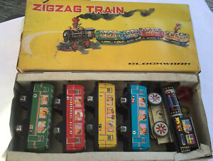 VINTAGE WIND UP ZIGZAG TRAIN + 4 CARRIAGES WORKING + BELL  TINPLATE CLOCKWORK (s