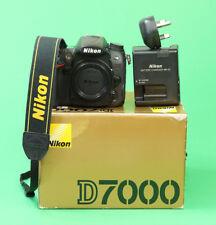Nikon D7000 DSLR Cuerpo de Cámara, Batería, Cargador, Caja y correa de la Cámara. Excelente