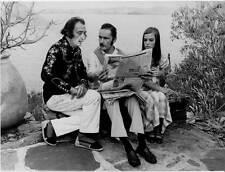 Photo vintage de Amado Jover: Salvador Dali  Georges Brousse et un mannequin