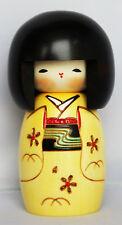 traditionnel JAPONAISE KOKESHI Poupée Heureuse fille jaune