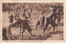 A5625) WW ETIOPIA, ASCARI COSTRUISCONO UNA STRADA VICINO AD ADUA.