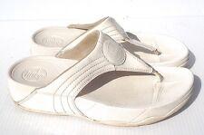 FIT FLOP WOMEN'S WHITE COMFORT FLIP FLOPS SZ 6 IN VERY GOOD CONDITION