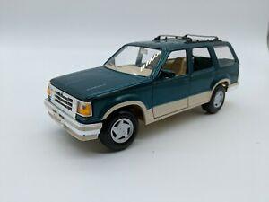 MAISTO 1992 Ford Explorer - Special Edition - Dark Green & Tan 1/24 Diecast