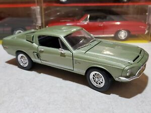Road Signature 1968 Shelby Cobra GT 500 KR 1:18 Scale Diecast Model Car Green