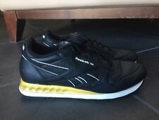 a4bfd1707f1033 Reebok classic walking Running Shoe Sneakers Sz 8 Black Yellow