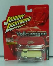 Rare NEW 2005 Johnny Lightning VW Volkswagen 1966 Beige Type 2 Pickup