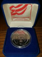 1994 ROBERTO CLEMENTE REPUBLIC OF LIBERIA $1DOLLAR COIN WITH COA & STAND! MINT!
