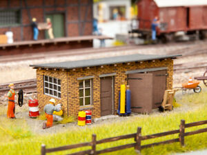 HO Scale people - 66106 - Tool Shed and Workshop - Kit