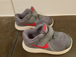 Toddler boys Nike Revolution 4 athletic shoes size 5, gray