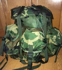38f522557066 US Military Woodland Camo Alice Field RADIO Pack Backpack Medium W STRAPS  EXC