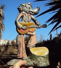 ancienne sculpture en fonte d'aluminium guitariste dingo goofy ou loup-garou