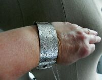 ✨TOO CLASSY BY FAR✨ VTG 62g sterling silver 925 fully HM floral etched bracelet
