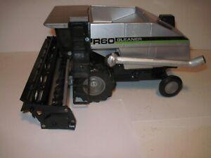 Gleaner Deutz-Allis Farm Toy Tractor R-60 Combine 1/24