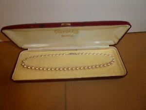 A VINTAGE ROSITA MAJESTIC SINGLE STRAND PEARL NECKLACE WITH DIAMONTE CLASP BOX