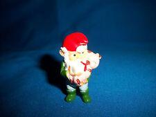 GARDEN GNOME Nursing BABY PIG PIGLET Plastic Figurine KINDER SURPRISE Figure