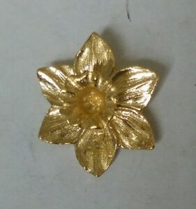 Great Wales Daffodil Gold Plated Lapel Pin Badge