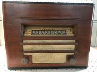 Mantola AM Radio Record Player Phonograph Model R655-W Circa 1946 Powers On