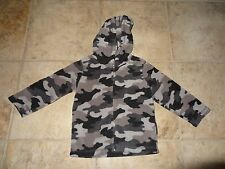 BOYS / GIRLS SIZE 24 MONTHS GRAY CAMOUFLAGE FLEECE JACKET BY JUMPING BEANS