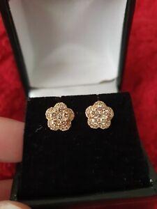 18CT yellow gold flower Diamonds earrings 1tcw.